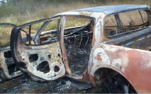 Após assalto, comerciante tem carro incendiado na Estrada do Feijão!